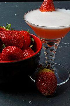 Erdbeere trifft auf Eiweiß und Gin. Leckere und fruchtige Cocktails im Glas serviert von Babetts Bildergalerie
