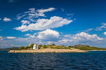 Leuchtturm unter blauem Himmel von Rick van Geel