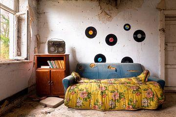 Verlassener Raum mit LPs. von Roman Robroek