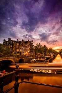 AMSTERDAM ' s avonds idylle kanaal naar de Brouwersgracht