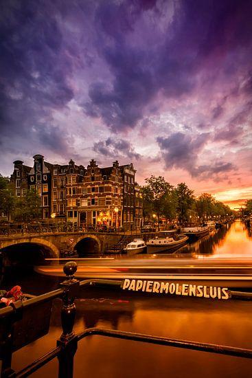 AMSTERDAM ' s avonds idylle kanaal naar de Brouwersgracht van Melanie Viola