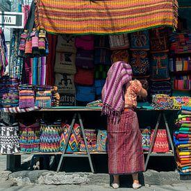 Guatemala: Marktkoopvrouw (Santiago Atitlán) van Maarten Verhees
