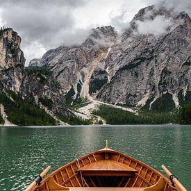 Lago di Braies (Italië) van Erwin Maassen van den Brink