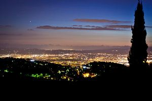 Florence in het avondlicht vanuit de bergen