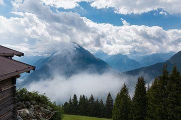 Berge in den Wolken von Steffen Schöne