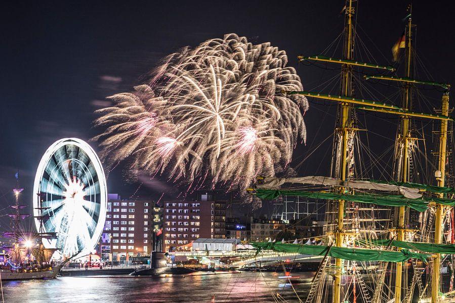 SAIL AMSTERDAM 2015: vuurwerkshow. van Renzo Gerritsen