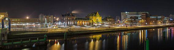 Centraal Station Groningen bij nacht van Martijn van Dellen