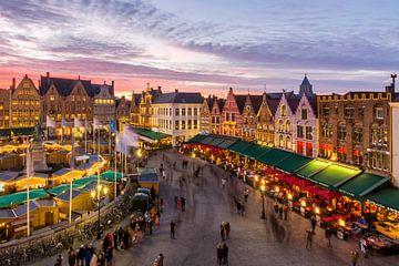 Grote Markt während der Weihnachtszeit in Brügge, Belgien von Spotting Bruges