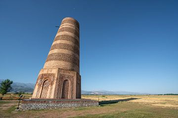 Der Burana-Turm in Kirgisistan an einem sonnigen Tag von Mickéle Godderis