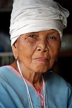 Vieille femme en Thaïlande sur Gert-Jan Siesling