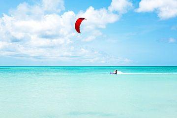 Kite surfen in de Caribbean bij Aruba van Nisangha Masselink