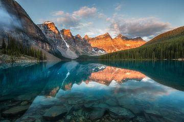 Moraine Sunrise Lac Canada sur Edwin Mooijaart