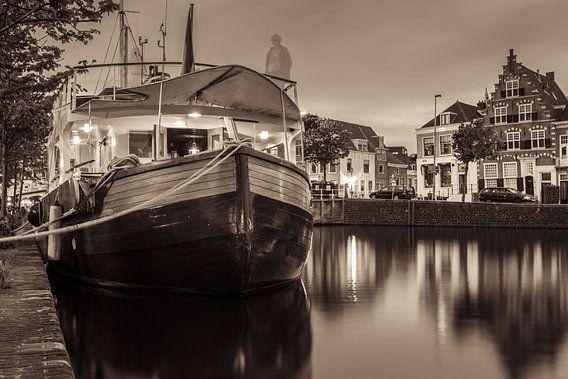 Ghost Ship van Scott McQuaide