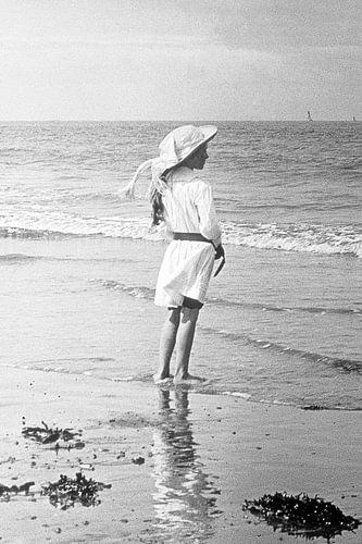 Meisje op het strand jaren '20 van