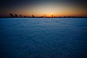bevroren Nieuwkoopse plassen bij zonsondergang van Thomas Spaans