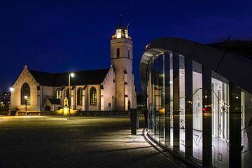 Oude kerk met parkeergarage in Katwijk van Dirk van Egmond