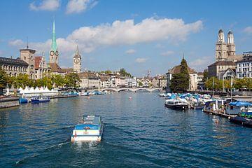 Zürich - Limmat met Grossmünster, Frauenmünster en Münsterbrücke van t.ART