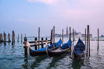 Uitzicht op het eiland San Giorgio Maggiore in Venetië van Rico Ködder