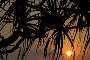 Zonsondergang op Bali Indonesië van Willem Vernes