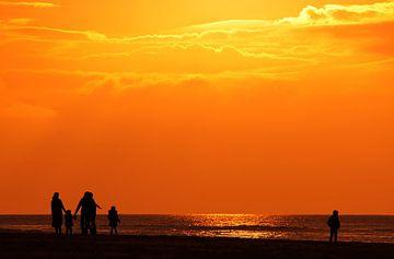 walking the sunset von Dirk van Egmond
