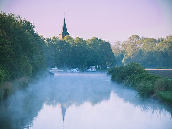 Morgenlatte auf dem Wasser