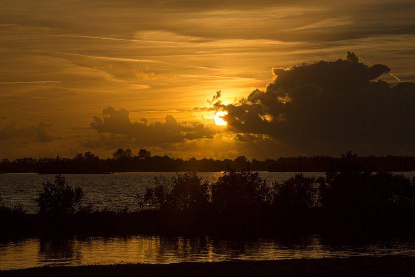 Ondergaande zon van Koos Lanting