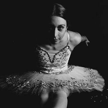 Balletttänzerin in Schwarz und Weiß 03 von FotoDennis.com
