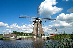 Achtelandse molen aan waterpartij