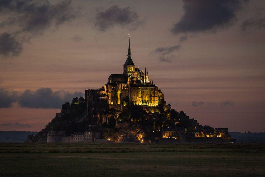 Mont Saint-Michel in de schemering van Thijs van den Broek