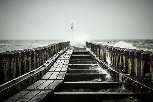 Woeste zee bij kazematten Vlissingen, Zeeland