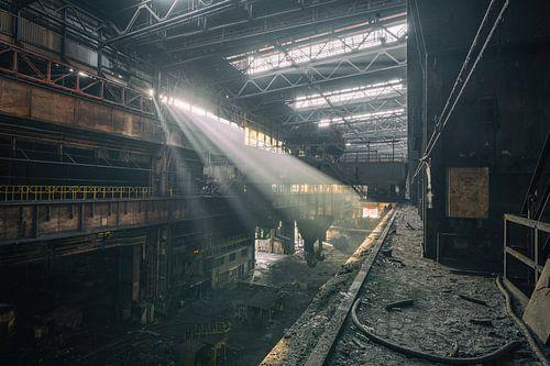 L'aciérie abandonnée avec une belle lumière