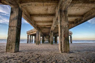 Onder de Pier van Blankenberge van Mike Maes