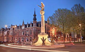 D'n Draak van Den Bosch bij avond in kleur