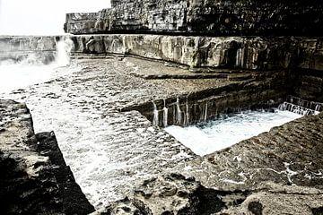 Das Wurmloch ist spektakulär zu sehen: wie die Wellen von links nach rechts verlaufen. von Tjeerd Kruse
