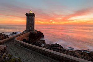 Sonnenuntergang Leuchtturm Kermorvan von Jos Pannekoek
