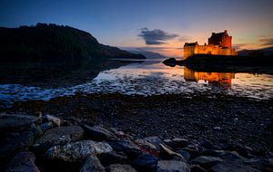 Eilean Donan Castle in Blues van Ben Töller