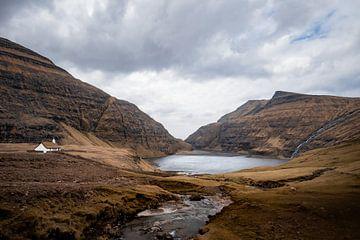 Die schöne Landschaft von Saksun auf den Färöer-Inseln von Michael Fousert