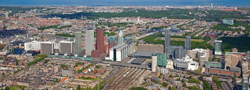 Luchtfoto panorama Skyline Den Haag van Anton de Zeeuw
