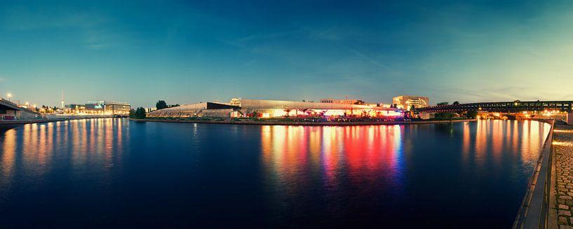 Berlin at Night – Panorama / Spree River van Alexander Voss