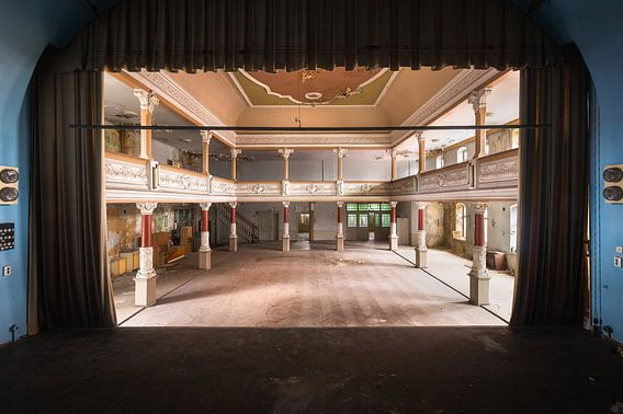 Théâtre abandonné sur scène.