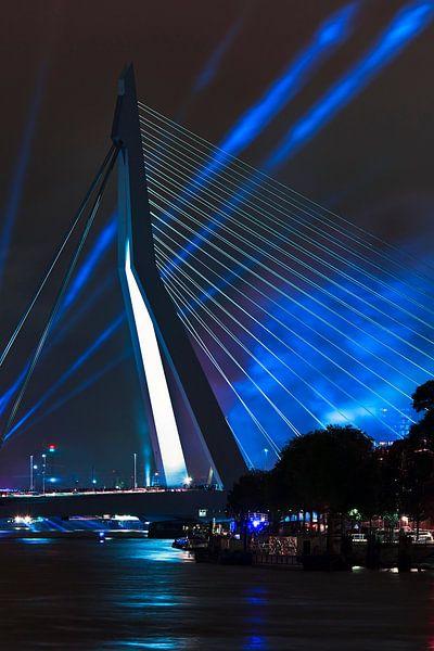 Erasmusbrug in the spotlight te Rotterdam van Anton de Zeeuw