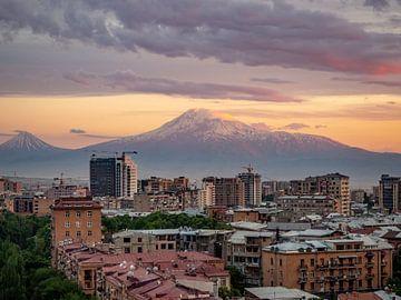 Ararat Sonnenuntergang Jerewan (Armenien) von Stijn Cleynhens