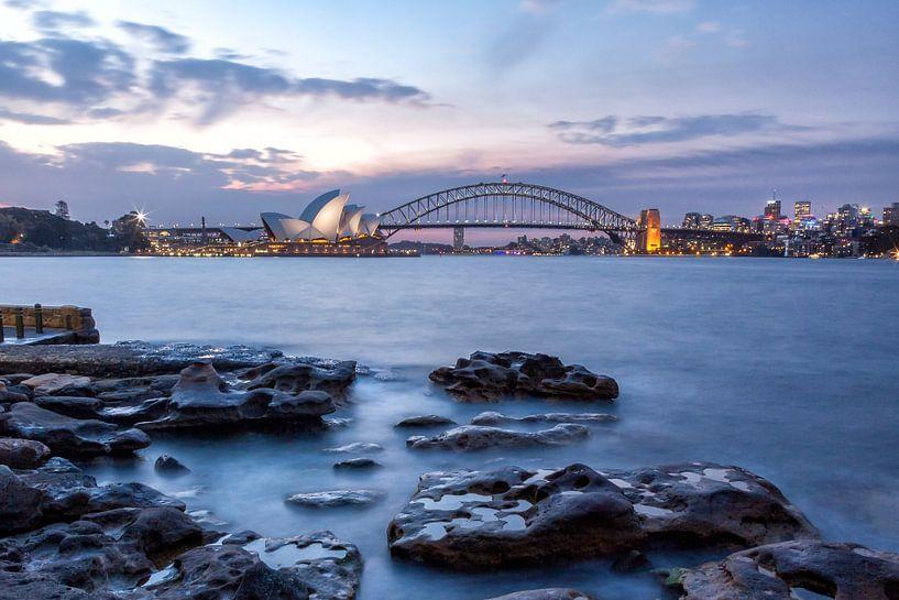 Sydney in de avond van Cor de Bruijn