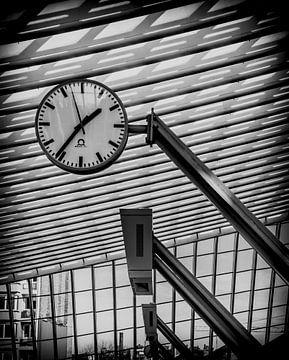 """Station Liège - Guillemins - The Clock"" van AvrieVision I Annemarie Vriends"