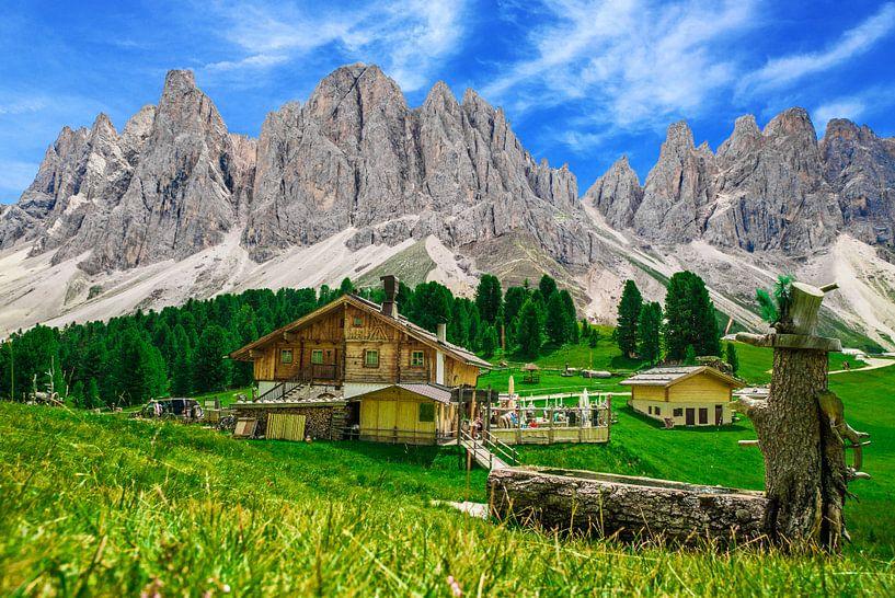 Almhut in Dolomieten van  Zuid-Tirol van Ralf van de Veerdonk