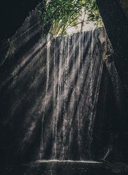 Tukad Cepung Wasserfall von Colin van Wijk