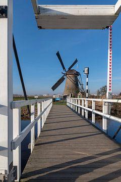 Blauer Himmel niederländische Landschaft mit der Windmühle von Digikhmer
