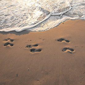Fußstapfen im Sand. von Justin Sinner Pictures ( Fotograaf op Texel)