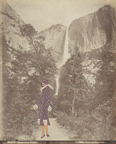 Dame bij de waterval