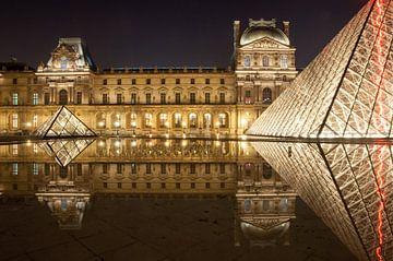 Louvre in Paris während der Nacht van Philipp Stelzel